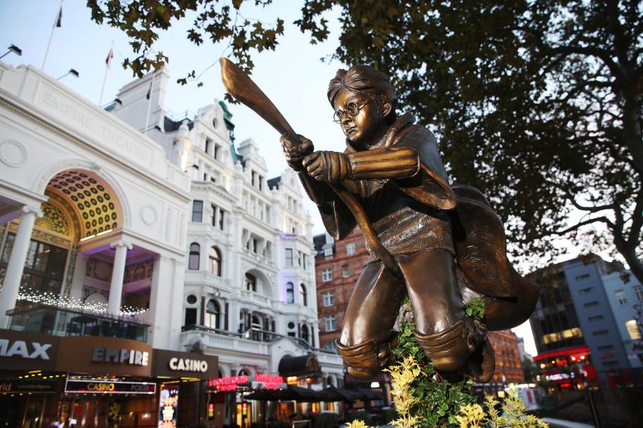 Új kviddicsező Harry Potter szobrot avattak Londonban